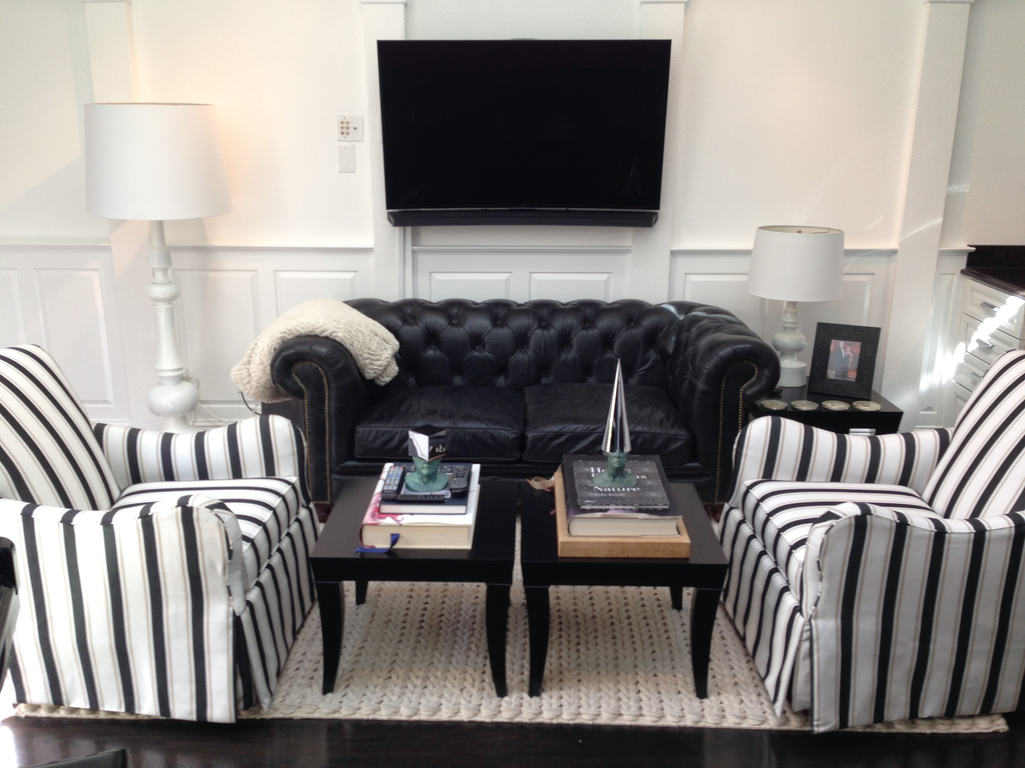 black and white living room with raised panel wainscoting. Black Bedroom Furniture Sets. Home Design Ideas